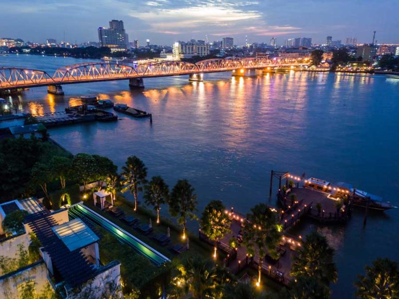Riverside-resort