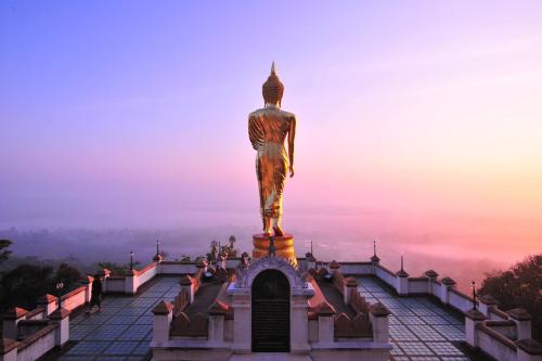 Wat Phratat Khao Noi