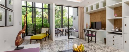 MANATHAI-Surin-Phuket_Duplex-Suite