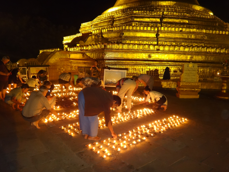 Myanmar - Nyaung U - Oil Lamp Ceremony in Lawkananda (14)