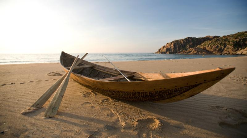087 Beach - boat