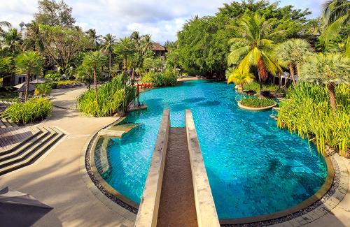 Family-Pool-Fountain